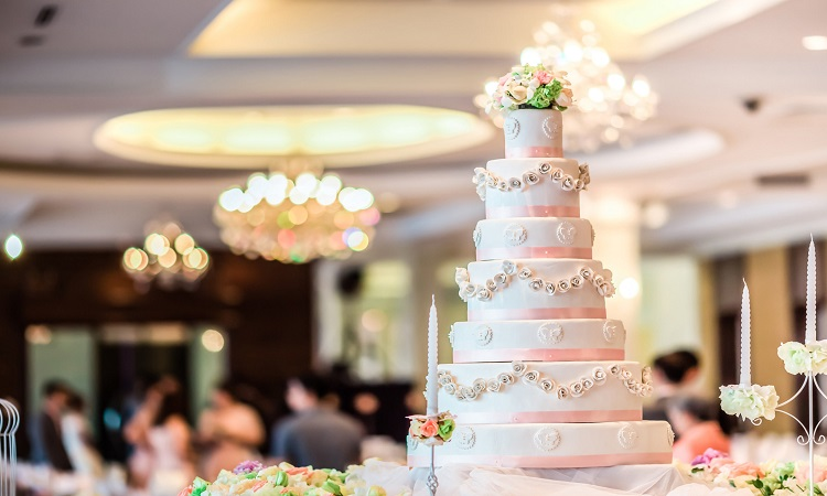 How Much Is The Average Wedding Cake?