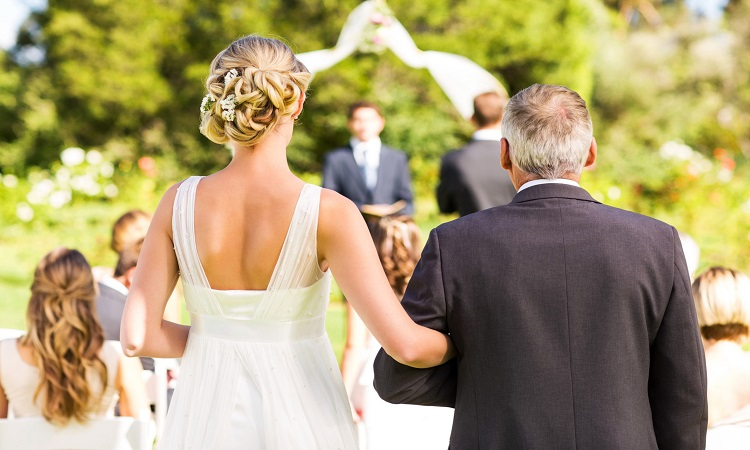 How Much Should A Bride's Parents Pay For A Wedding?