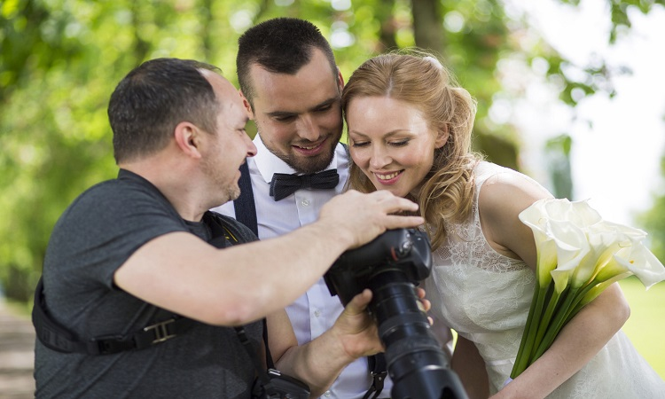 How Much To Tip A Wedding Photographer?