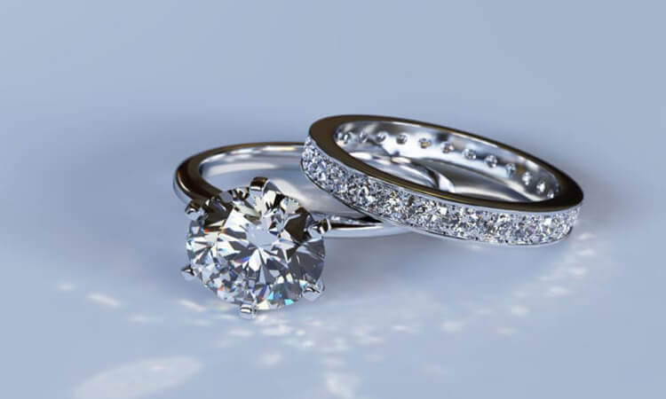 How-To-Wear-An-Engagement-Ring-And-A-Wedding-Band