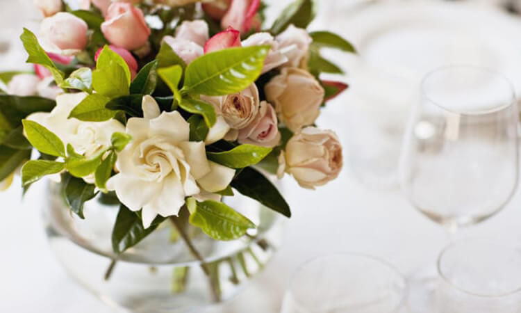 Who-Pays-For-The-Wedding-Flowers