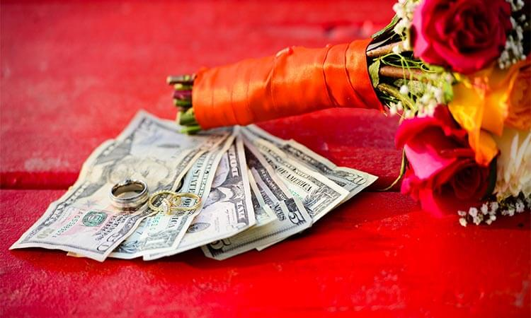 How Do People Pay For Weddings? - Budgeting Tips