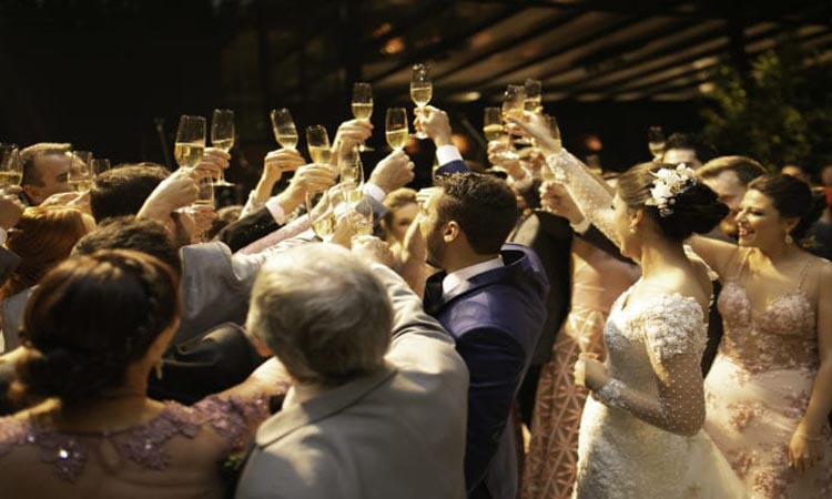 How Long Is A Wedding Reception: Reception Planning Tips