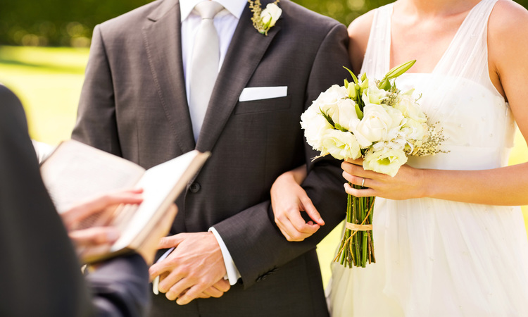 How Much Does A Wedding Officiant Cost?