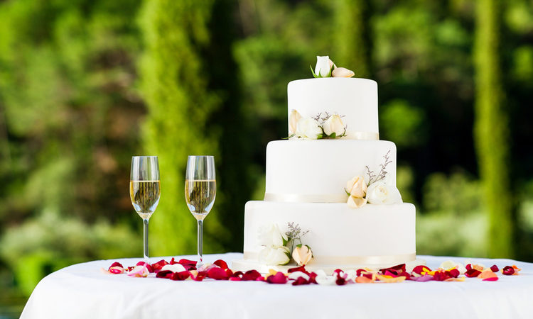 How Much Is A 3-Tier Wedding Cake?– Is It Worth It?