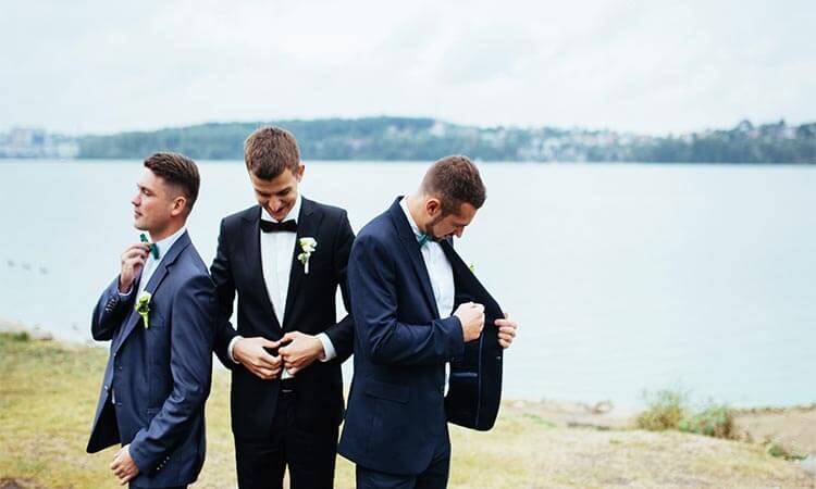 How To Ask Groomsmen: Proposal Ideas