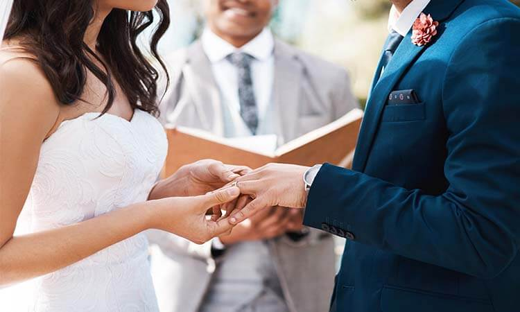 How To Become A Wedding Officiant: A Guide