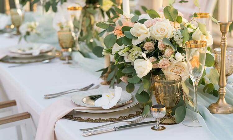 How To Decorate A Wedding Table: Tips And Tricks