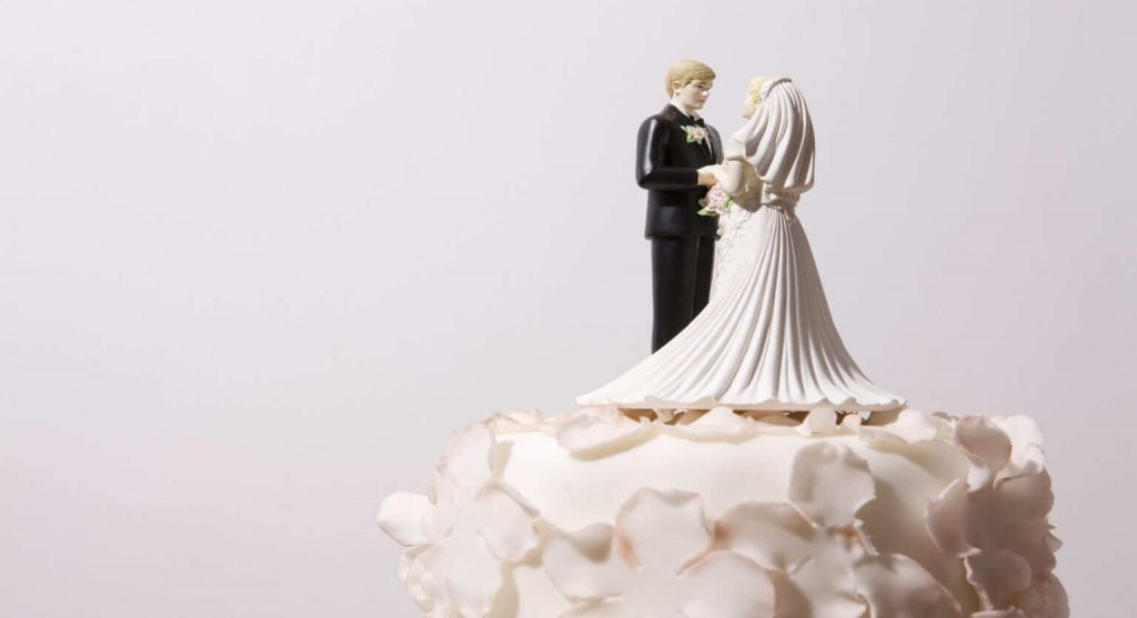 How To Defrost A Wedding Cake: Make It Worth The Wait