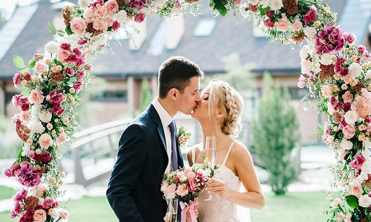 How To Make A Wedding Arch: DIY Guide