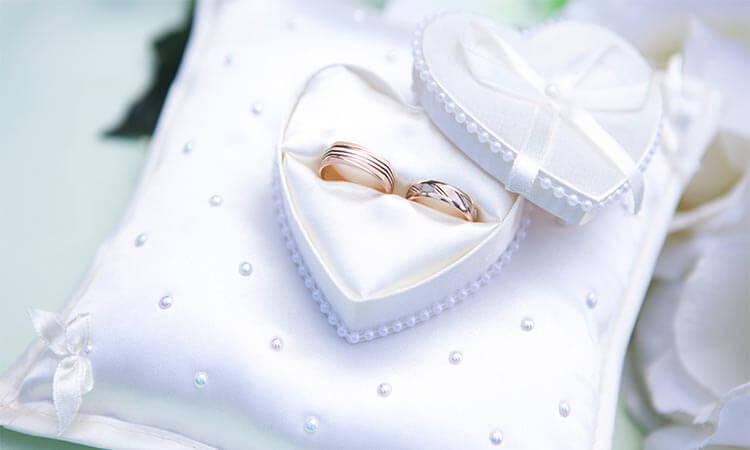 How-To-Wear-A-Wedding-Ring-Set