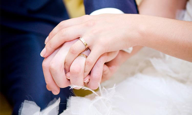 How-To-Wear-Wedding-Band-The-Symbolic-Meanings