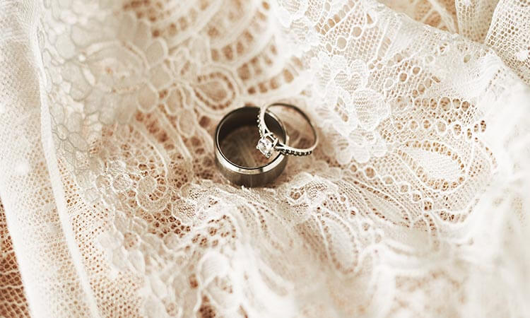 How-To-Wear-Wedding-Ring-Set