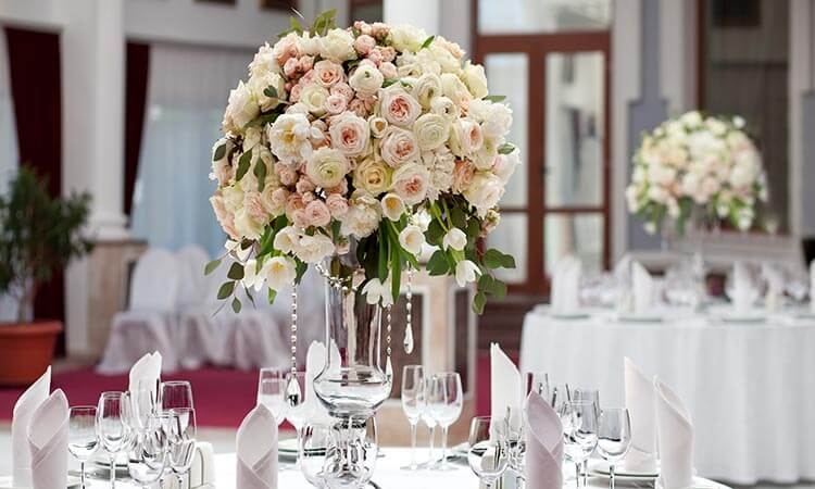 The 7 Best Flowers For Wedding Centerpieces