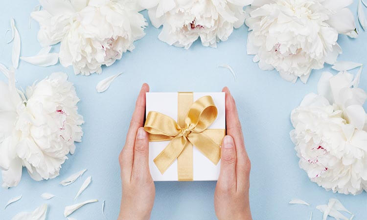 The 7 Best Groom To Bride Wedding Gifts