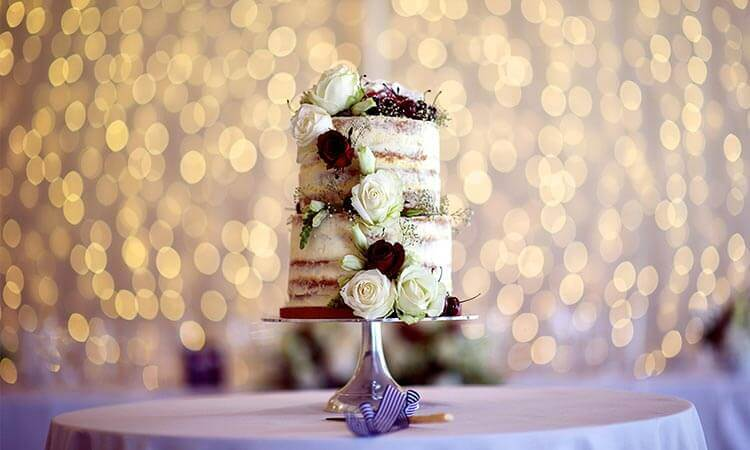 The 7 Best Wedding Cake Frosting Decorations