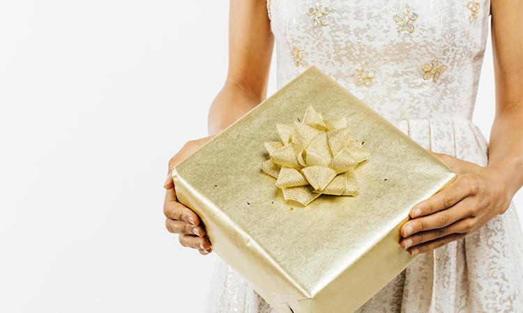 The-7-Best-Wedding-Gifts-For-Best-Friend-Female