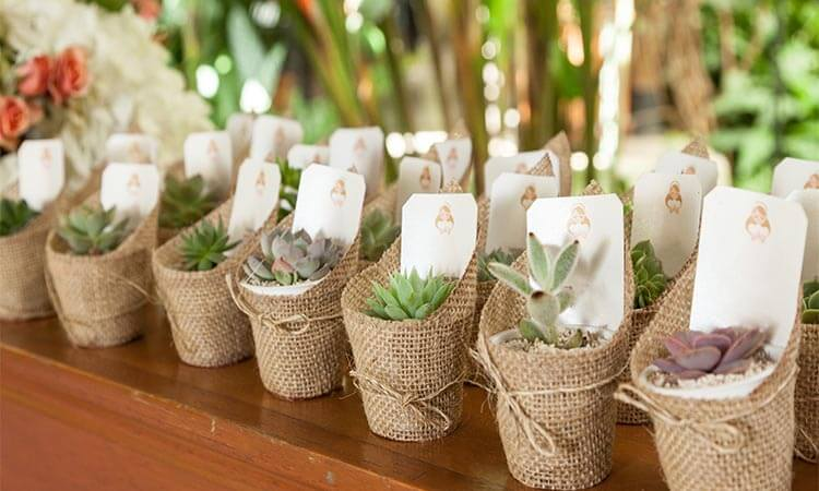 The 7 Best Wedding Gifts For Guests