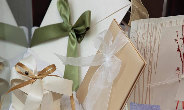 The-7-Best-Wedding-Party-Gifts
