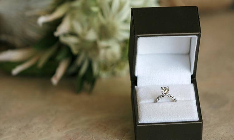 The-7-Best-Wedding-Ring-Boxes-For-Perfect-Proposals