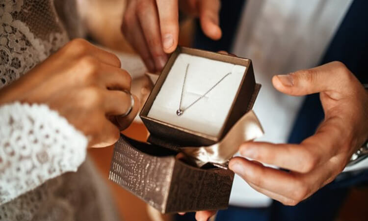 Top-Reasons-Why-You-Should-Give-Jewelry-As-A-Wedding-Gift